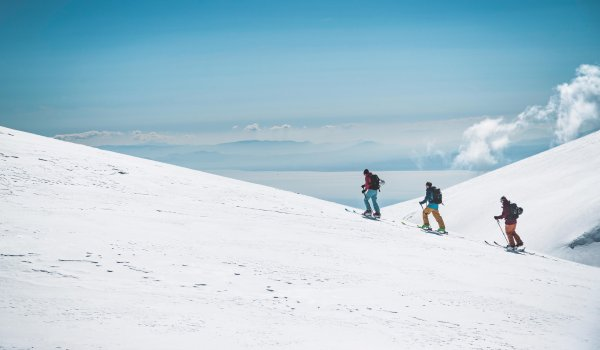 Functional jackets and trousers are indispensable for ski tours