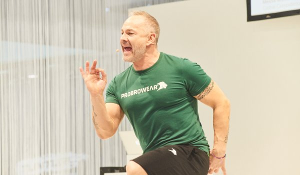 The Swiss fitness trainer Pierre Ammann gets the participants sweating in the Health & Fitness Forum.