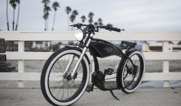 The Ruff Cycles Ruffian Black combines mobility with elegant design. Not only Harley-Davidson fans should get their money's worth with this sweeping retro look.