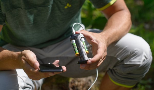With the power bank from NITECORE smartphones are quick and easy to charge, even when camping.