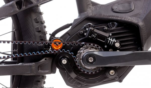 To ensure that full-suspension e-mountainbikes can also be fitted with carbon belts in the future, the experts from Universal Transmission have presented their spring-supported belt tensioner. However, this will not be available separately, but will initially only be installed in complete e-bikes from cooperation partner Bosch.