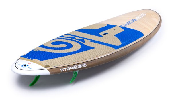 The longboard for the waves is the surfboard: Hardboards are generally recommended for this category, but there are also inflatables that meet the requirements. Nevertheless, you have to make sure that the inflatables are as thin and stable as possible and equipped with either fins or foil.