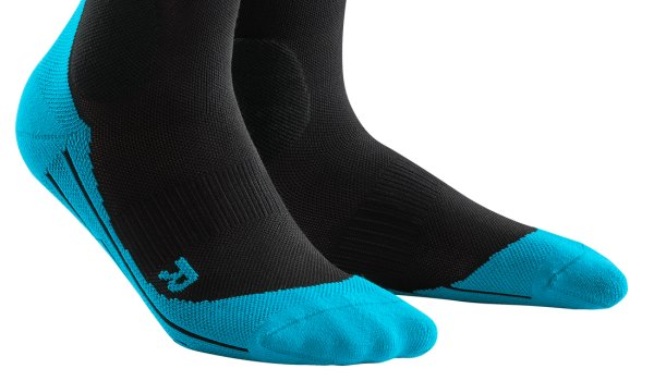 Skisocken von CEP: Ultralight Compression Socks in Black-Blue.