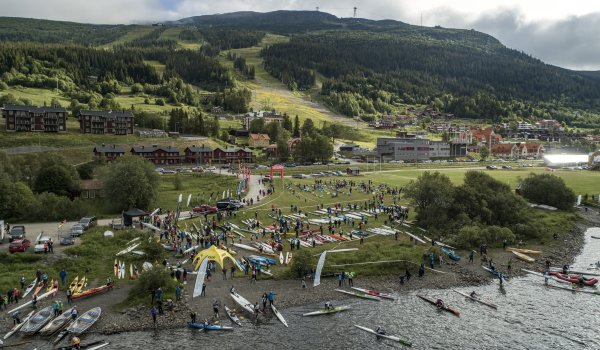 This is what it looks like in the Swedish town on a race day. Boats populate the bank.