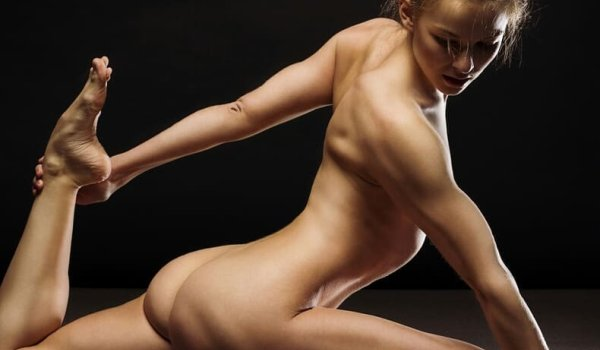 Nude Yoga is supposed to promote the concentration on the body and strengthen the body feeling.