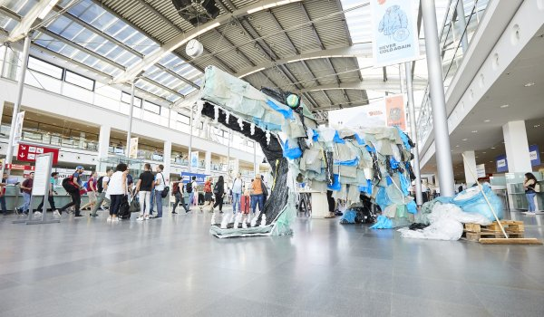 The first eye-catcher at OutDoor by ISPO is the plastic monster, which was created from waste from the outdoor industry.