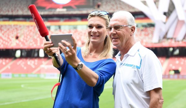 Fans and friends: Maria Höfl-Riesch with Franz Beckenbauer and the FC Bayern on the road in China for the Audi Football Summer Tour 2015, a promotion tour of the football club. Maria's husband Marcus Höfl advises Bayern's honorary president Beckenbauer.