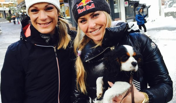 Good friends again: Höfl-Riesch with former opponent Lindsey Vonn, who she reconciled with after a big fight. On Lindsey's arm little dog Lucy.