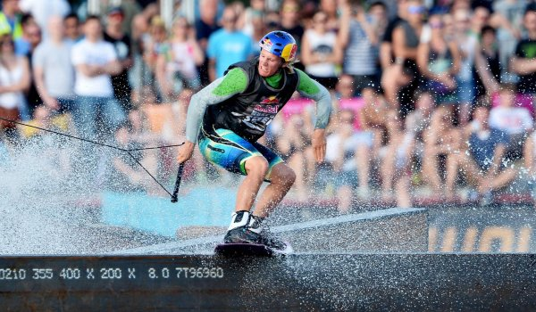 Full action: Dominik Gührs was wakeboarding world champion in 2011 and 2015.