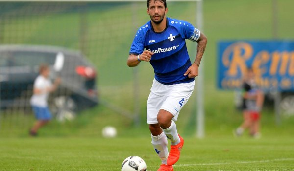 Darmstadt captain Aytac Sulu wearing the sponsorship by Software AG on his chest. Cost point: 1.5 million euros.