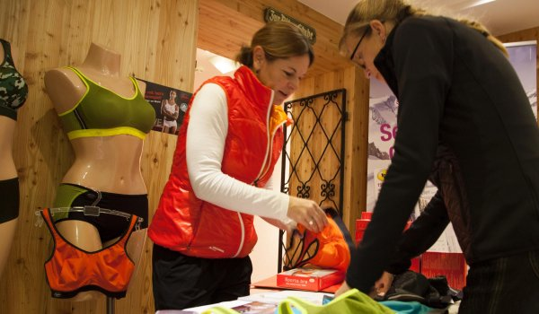 The brands can present their products in an ideal situation to the women in the sports camps.