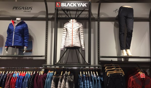 Nine Globetrotter stores in Germany are selling BLACKYAKs new collection.