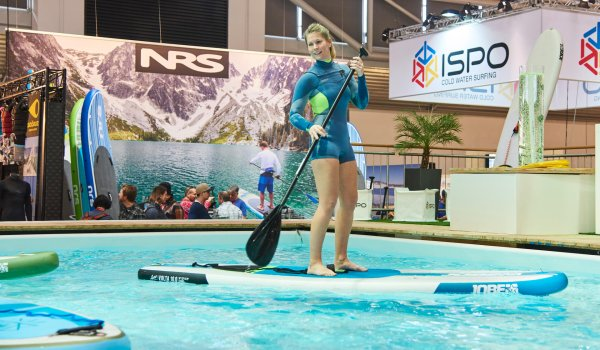 Stand Up Paddeling im ISPO MUNICH Watersports Village