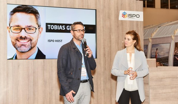 ISPO boss Tobias Gröber congratulates the prize winners at the ISPO AWARD 2017.