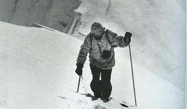 Herman Buhl (1924-1957) was the first who conquered the Nanga Parbat and belonged to the first ascendants of the Broad Peak. In 1957 Buhl fell at the Chogolisa (7654m) and is officially missing ever since. He revolutionised alpinism by ascending with only light baggage. Buhl was the first who mastered the final part of an eight-thousanders on his own and without extra oxygen.