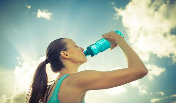 However, many runners prefer drinking bottles because it is easier to estimate when they are running out of water. Energy bars and a mobile for emergencies is also helpful to carry.
