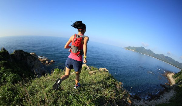 Trail running is booming: More and more runners are exercising their sport in nature. Whether it is running in the mountains or on trails through the forest, this sport is pure fascination, because it leads to extraordinary places.