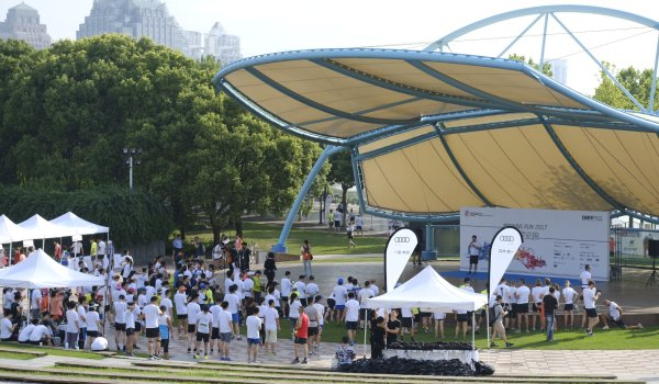 The quite before the storm. 450 Runners gathered in the Century Park at seven o'clock for the Morning Run of ISPO SHANGHAI