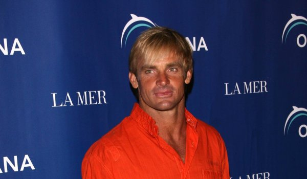 Big wave surfer Laird Hamilton hasn't got much trophies actually. But he is one of surfing sports' greatest innovators. And his self-made sponsor so to say: Hamilton is inventor of Golf Board, a 'board for the golf course'. He is also promoter of his own apparel, super food and workout.