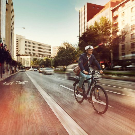 Not only a trend for the mountains anymore: e- mountain-bikes also suit the city.