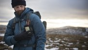 The outdoor smartphone can be attached to a backpack with a karabiner. GPS tracks can be read easily at any time