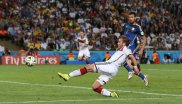 ario Götze, here at the winning goal at the 2014 World Cup, and his two shoes Magista Obra.