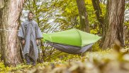 Hammock and tent in one: This is the Flying Tent.
