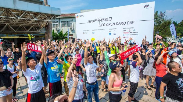 Many visitors at the ISPO Shanghai Open Demo Day outside the trade-fair building
