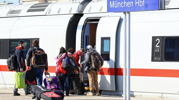 ICE arrives at the Munich central station.