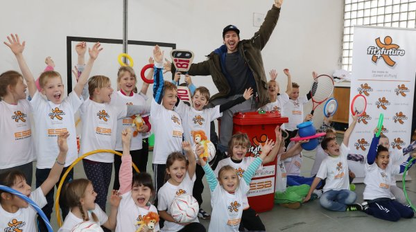 "Felix Neureuther, hier in Penzberg, macht Kinder ""fit4future""."