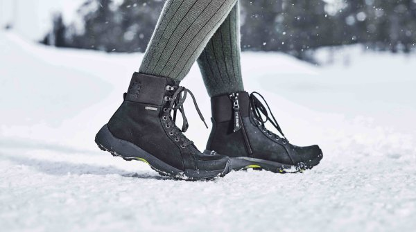 "This boot is made for walking: The last and sole of the ""Solus"" model are shaped for long walks in the snow. The boot provides everything a winter shoe needs: water-repellent properties, fleece lining and with the MICHELIN Winter Compound a sole that cuts a good figure both in light winter use and in autumn."