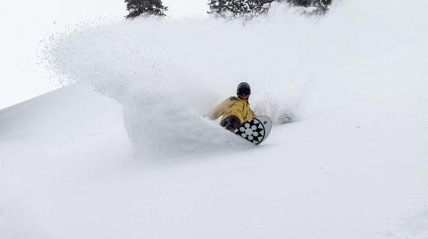 Tiefer Powder - davon träumt jeder Snowboarder
