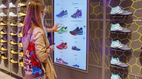Intersport customers can get digital advice at Alexa in Berlin.