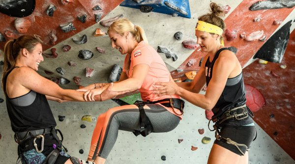Bouldering and climbing together brings fun, fitness and a bit of mountain sports feeling to the city