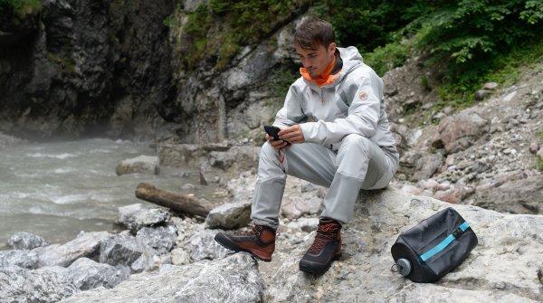 Gute Funktionsbekleidung ist bei extremen Bergtouren im alpinen Gelände unverzichtbar.