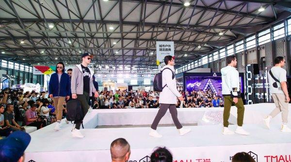 Insgesamt rund 340.000 Zuschauer verfolgten auf der chinesischen Shoppingplattform Tmall die Modenschau