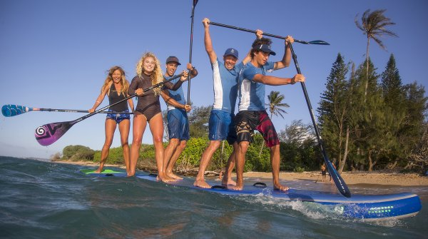 Off to the team board: These boards ensure versatile team events and group fun. Depending on the manufacturer, they are available in different sizes, depending on how many people should have space: usually from four to ten Stand up paddlers.