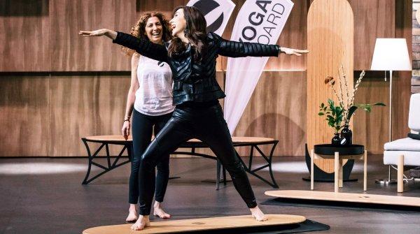 """""""Höhle der Löwen""""-Investorin Judith Williams testet das Yogaboard."""
