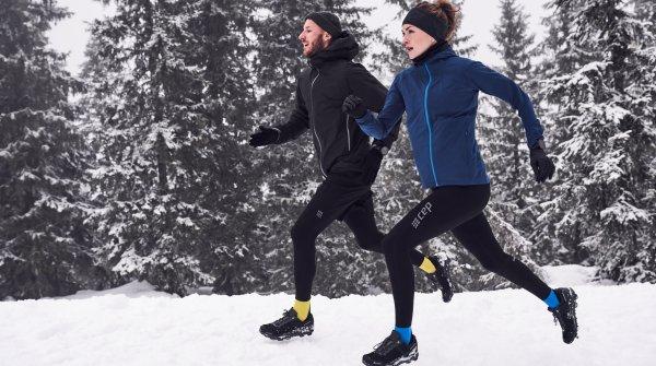 Perfekter Begleiter fürs Wintertraining: CEP Running Socks mit Merino-Wolle.