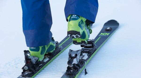 The GripWalk technology improves walking in ski boots. On the skis the foothold is as usual.