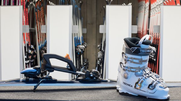 Innovation for ski rental and ski shop: The SkiClicker from No More Boots.