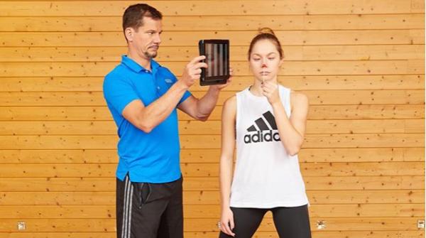 Lars Lienhard beim Training mit Gina Lückenkemper