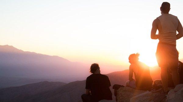 Outdoor-Erlebnis bei Sonnenuntergang