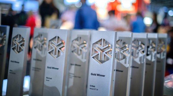 Die Preise für die Gold Winner beim ISPO Award.