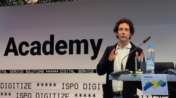 Philipp Beck, Architekt und Geschäftsführer des Atelier 522, auf der Academy Stage der ISPO Munich 2019.