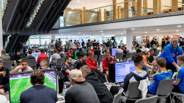 The FIFA 19 tournament at ES_COM