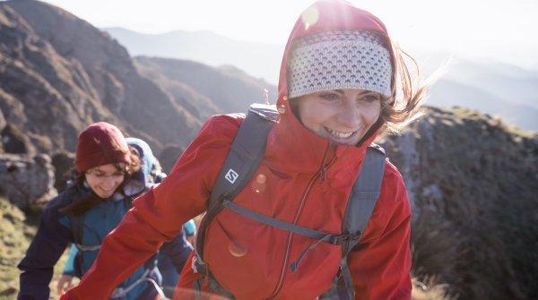 Auf dem Berg mit Salomon Women Outdoor Wear.
