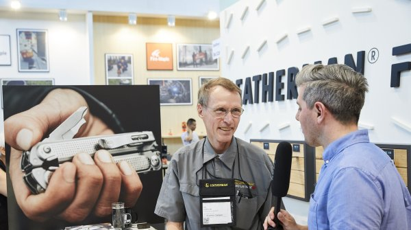 Multi-tool icon Tim Leatherman signed his multifunctional products at the Leatherman at OutDoor by ISPO.