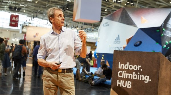 Marco Scolaris sprach im Indoor Climbing Hub der OutDoor by ISPO.