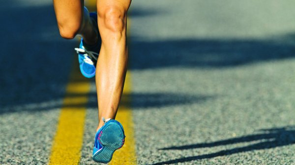 A healthy running style and the right footwear are important to avoid pain.